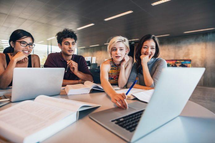 internet help students in their studies